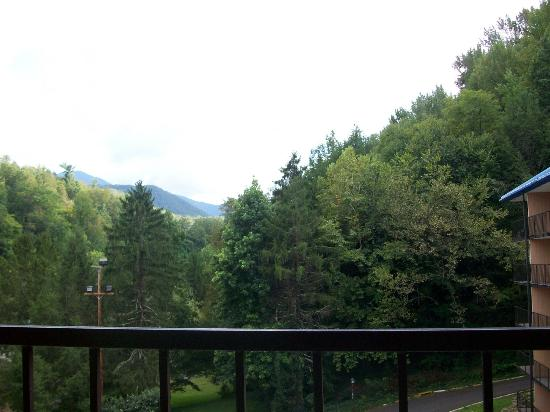 Quality Inn & Suites Gatlinburg: View from our 6th floor balcony.
