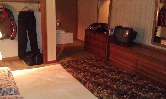 Canaan Village Inn: King Room