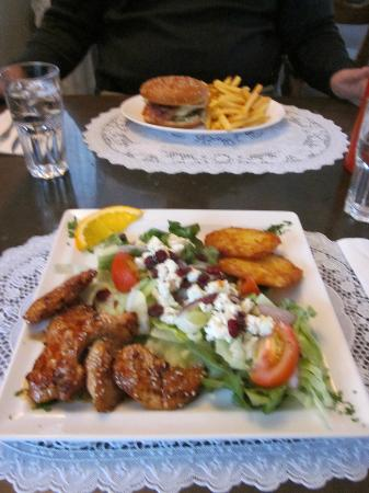 Restaurant Arhus: Sesame chicken and burger