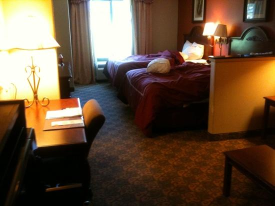 Comfort Suites Marshall: sorry for the mess. but I did stay the night:)