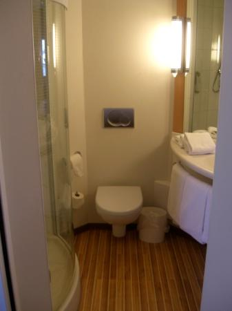 Ibis Amsterdam Centre: Bathroom
