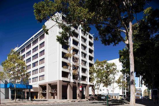 Quality Hotel Ambassador Perth: Perth Ambassasdor Hotel Exterior