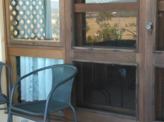 Sovereign Hill Country Lodge: FACING ROOM OUTDOORS