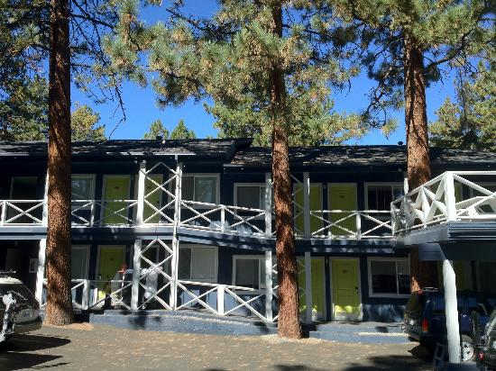 Basecamp South Lake Tahoe: Hotel front