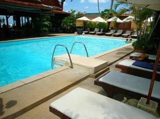 White House Beach Resort & Spa: Pool Side