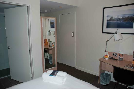 ibis Perth: Small Ibis room
