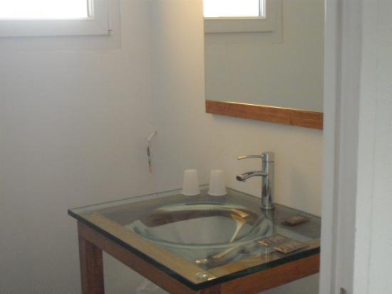 Hôtel de Thau: coté salle de bain, un petit aperçu
