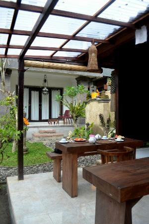 Mulawarman Ubud Bali: Courtyard statue