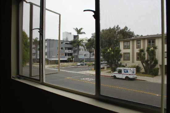Cal Mar Hotel Suites: vue de la chambre sur 3rd street
