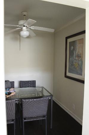 Cal Mar Hotel Suites: coté salle à manger