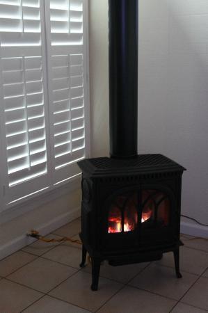 Tomales Bay Resort: cheminée chauffage
