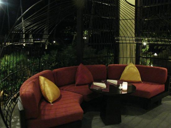 Mövenpick Resort Laem Yai Beach Samui: Seating in Reception & The Terrace Restaurant