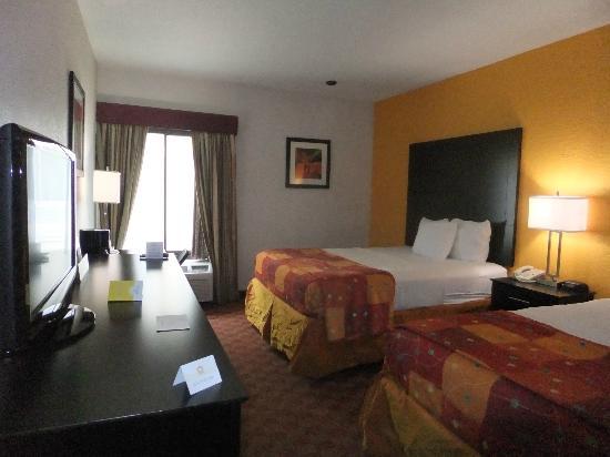 The Bathroom - Picture Of La Quinta Inn  U0026 Suites Orlando Universal Area  Orlando
