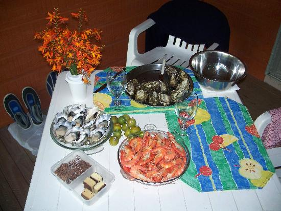 Queechy Cottages: St Helens - Georges Bay Oysters & Tassie Delights...