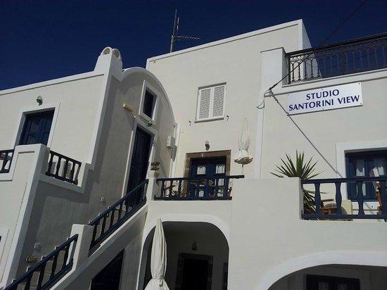 Santorini View:                   Отель и лестница к нашему номеру