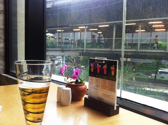 Orchid Cafe: View of Sukhumvit from my table