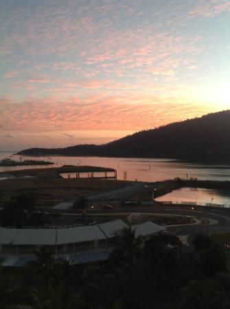Blue Horizon Resort Apartments: sunrise from blue horizon apartment