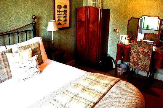Burford Lodge: Other end of bedroom