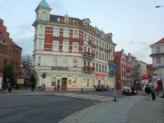 Hotel Polonia: Exterior of hotel. I did not stay there