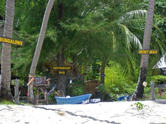 Secret Beach Bungalows: beach bar