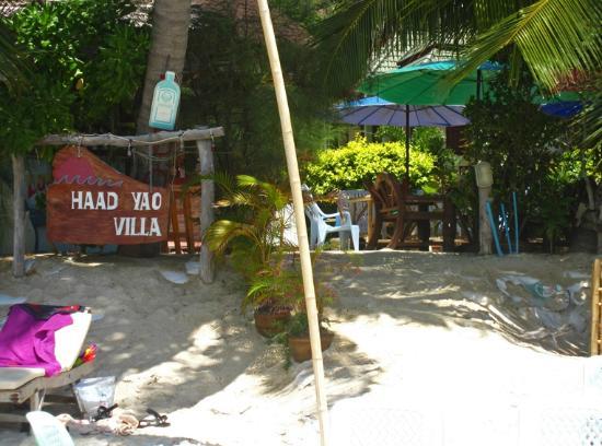 Haad Yao Villa: restaurant on the beach