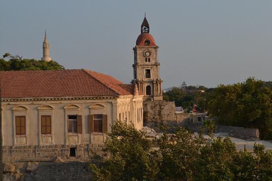 Manousos City Hotel: Старый город