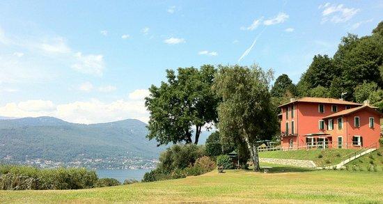 Laveno-Mombello, إيطاليا: Panoramica Hotel 