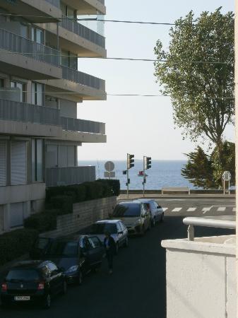 Best Western Brittany La Baule-Centre : Vue sur l'océan depuis le balcon de la chambre