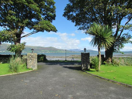 Карлингфорд, Ирландия: Looking out the gates to Carlingford Lough