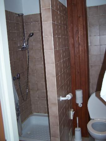 Hotel Monica: Badkamer (tje)