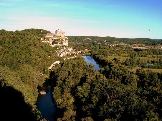 Chateau de Beynac: Le Château vue côté ouest