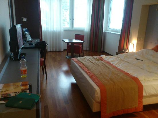 Radisson Blu Hotel, St. Gallen: Spacious bedroom