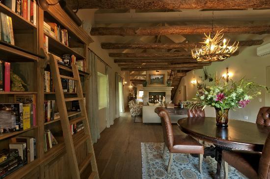 La Cle des Montagnes: Villa - La Grange - Library (villa has 3 bedrooms)