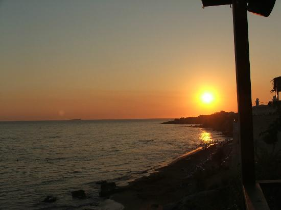 Andriana Apartments: Sunset from Mirsinies and Annas Gareden taverna