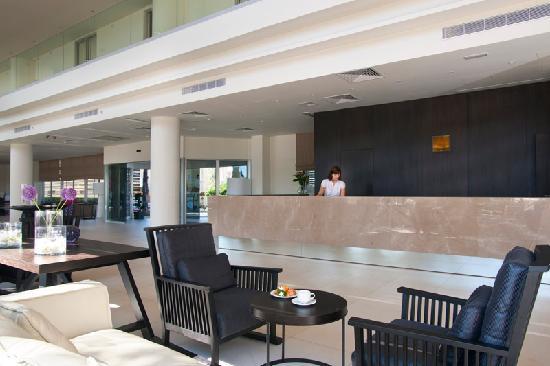 Pernera Beach Hotel: Hotel Lobby