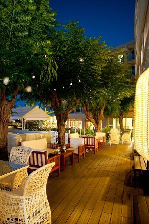 Pernera Beach Hotel: Lobby Patio