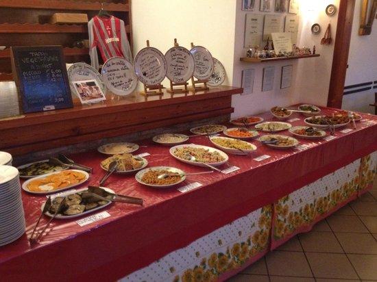 La Trattoria Vegana: Tavolo del buffet - anche per asporto