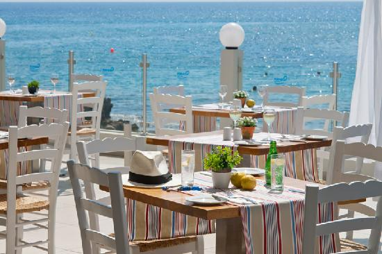 Pernera Beach Hotel: Taverna Seaside Restaurant
