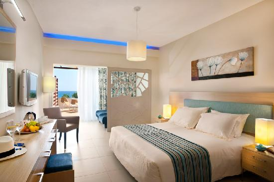 Pernera Beach Hotel: Family Suite sea view room