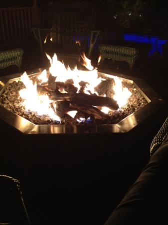 Balance Rock Inn: Gas Fire Pit on the Deck