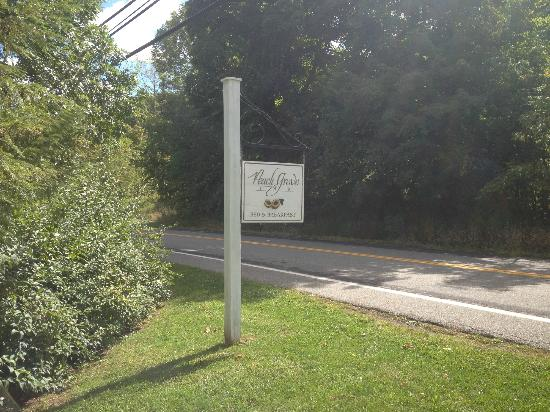 ‪‪Peach Grove Inn‬: The Peach Grove - Signpost