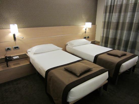 iQ Hotel Roma: twin beds