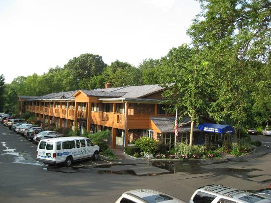 Best Western Woodbury Inn: parking