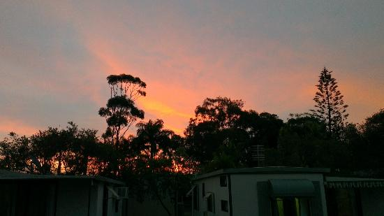 Ashmore Palms Holiday Village: Sunset at Ashmore