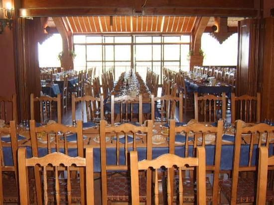 Restaurante Asador el Mirador: Zona central del Reste.