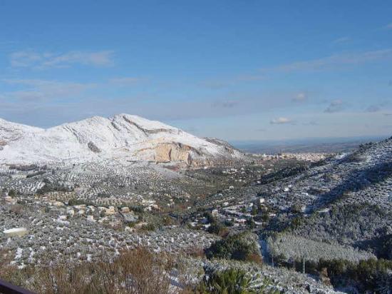 Restaurante Asador el Mirador: Panoramica nevada y Jaen al fondo