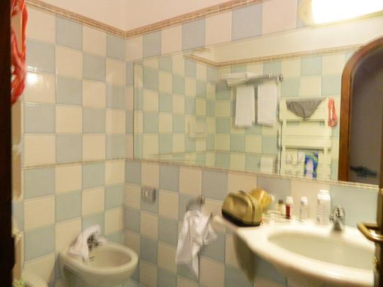 Hotel Montemare: baño