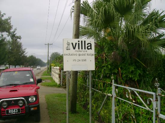 Villa Apartments & Lodge : Sign board