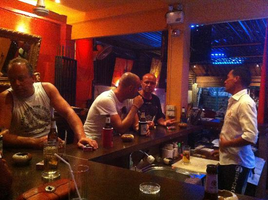 56 Restaurant: Eine schöne Gesprächsrunde am späten Abend