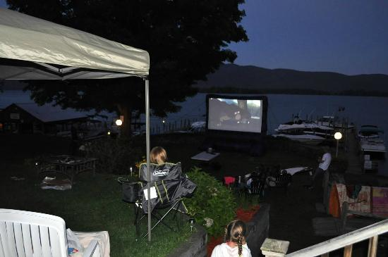 Lake George Suites: family outdoor movie night